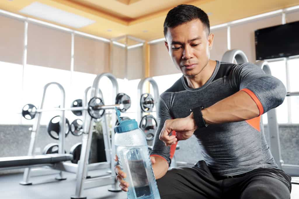 Fitness Tracker beim Krafttraining